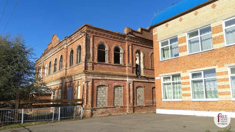 Новая и старая школы. Близкое соседство