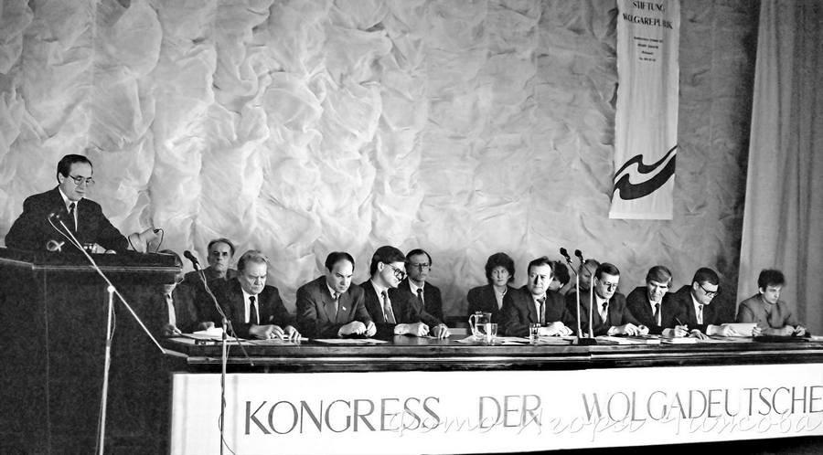 Конгресс немцев Поволжья, 1993 год. Фото – oldsaratov.ru