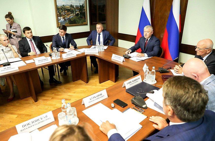 Заседании комиссии Госдумы