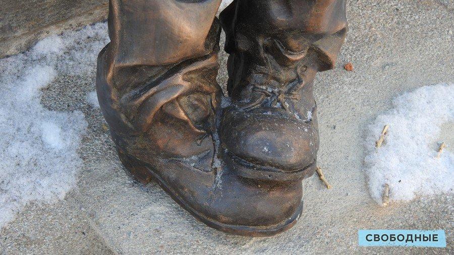Памятник беспризорникам. Деталь
