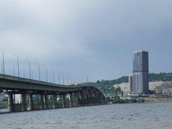 С моста Саратов-Энгельс спрыгнул мужчина
