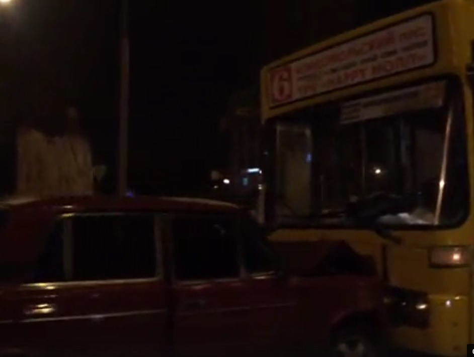 В трагедии синкассаторским автомобилем иавтобусом пострадали двое мужчин