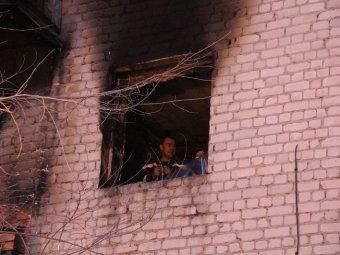 Жителям горевшего дома возобновили подачу тепла, воды и электричества