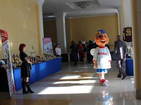 В руководстве области открылась выставка спортивных достижений региона
