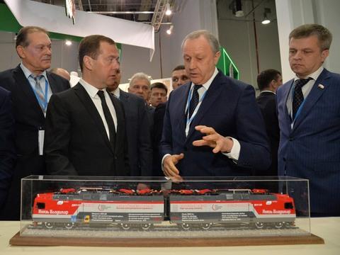 Д. Медведев оценил инвестпроекты области на консилиуме вСочи