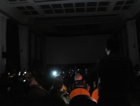 Электричество вырублено напоказе фильма «Слишком свободный человек» оНемцове вСаратове