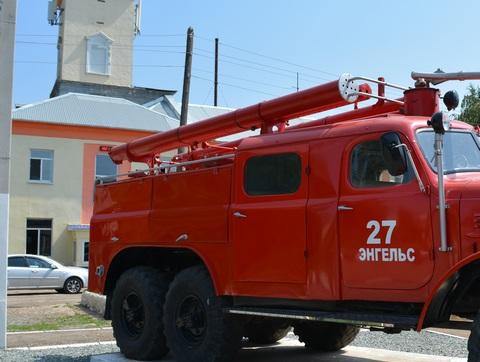 Два человека погибли впожаре вдвухэтажном доме под Саратовом