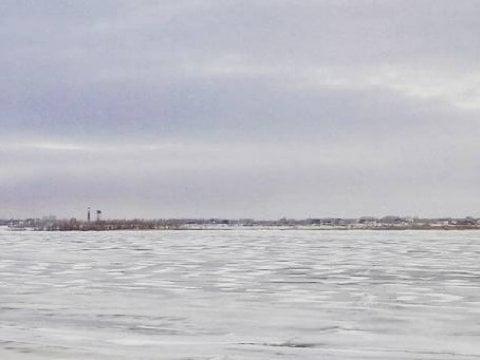 НаСазанке мужчина иженщина провалились под лед