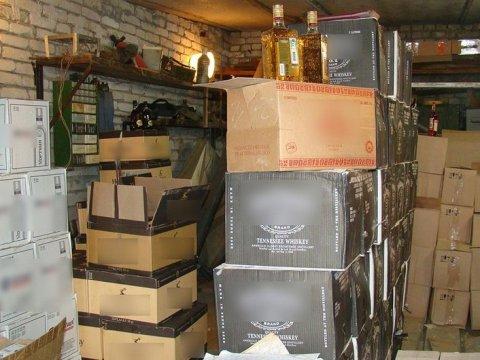 Всаратовских гаражах отыскали 6 тыс. бутылок контрафактного спиртного