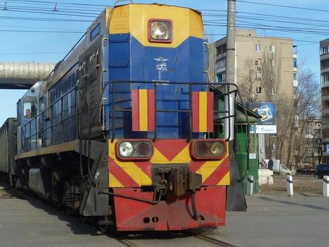 ВЭнгельсе железнодорожный локомотив протаранил грузовую «Газель»