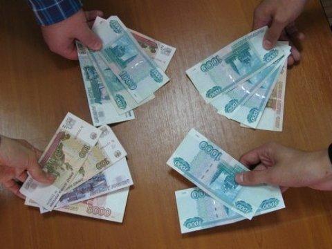 Средний размер взятки вСаратове равен 40 тысячам руб.