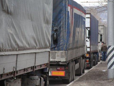 Акция протеста дальнобойщиков против системы «Платон» продлилась вИркутске