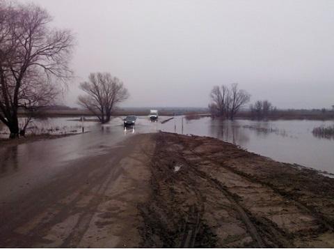 ВСаратовской области затопило мост вНестеровке