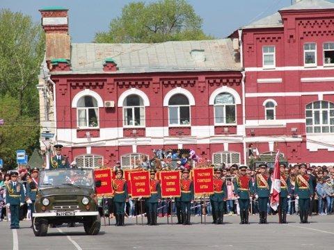Праздничный парад прошел вСаратове вканун 72-ой годовщины Великой Победы