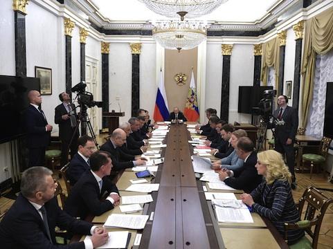 Путин неподдержал расширение федеральных торговых сетей в областях