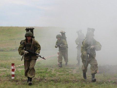 Огнемет «Шмель» выжигает укрытие «боевиков»: кадры конкурса «Белое солнце— 2017»