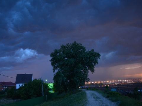 Ночью вСаратове ожидают грозу исильный ветер