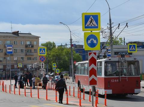 Дорожные знаки в Российской Федерации сделают меньшими поразмеру— результаты правительственной комиссии