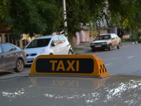 ВПензенской области пассажир изКазахстана пытался задушить таксиста