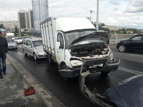 Намосту Саратов-Энгельс столкнулись 5 авто, есть пострадавшие