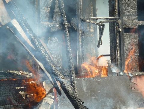 Ночной пожар вСаратовской области забрал жизнь пенсионера
