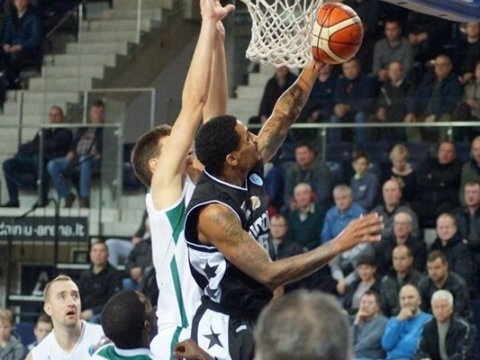 Баскетболисты «Автодора» проиграли «Невежису» вматче Кубка Европы FIBA
