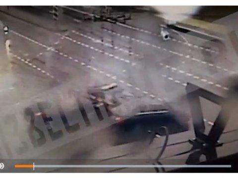 Вцентральной части Москвы произошла авария сучастием машины смигалками