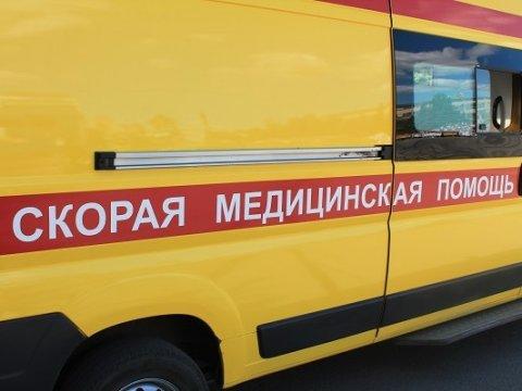 ВАЗ 2108 врезался вдерево. Ранены 4 человека