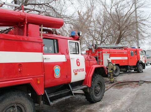 Изгорящего дома эвакуировали 12 человек