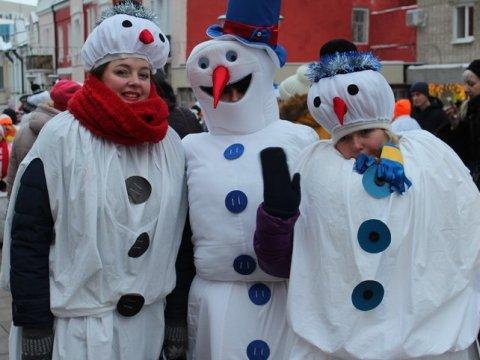 ВСаратове стартовало новогоднее шествие снеговиков
