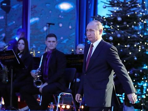 ЕР: Дети попросили Деда Мороза сделать В.Путина президентом