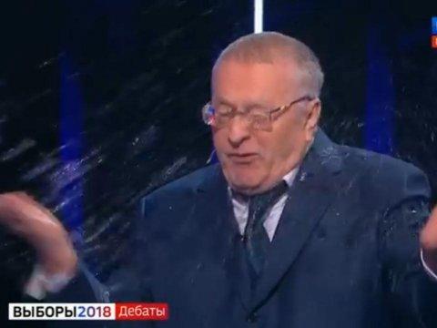 Собчак плеснула водой вЖириновского вовремя дебатов