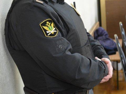 Саратовец оплатил дорожные штрафы после ареста мебели итехники
