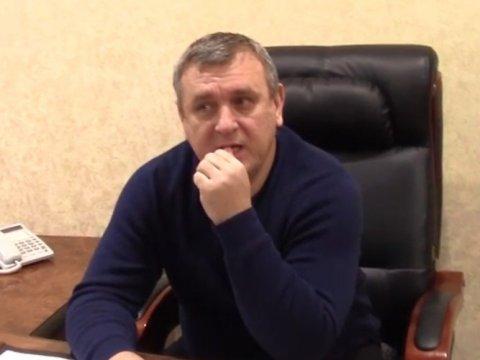 Экс-чиновника изСаратовской области подозревают вполучении взятки