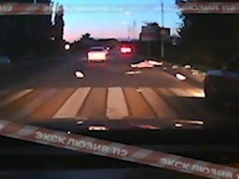 ВСаратовской области ищут водителя, сбившего 2-х женщин на«зебре»