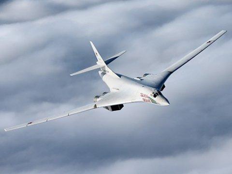 Русские  ракетоносцы Ту-160 пролетели над Северным полюсом