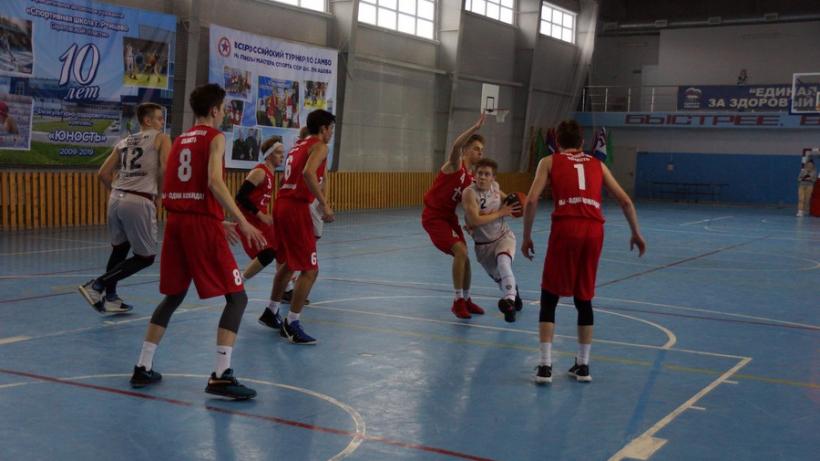 В Ртищеве состоялись финальные игры чемпионата школьной баскетбольной лиги «КЭС-Баскет»