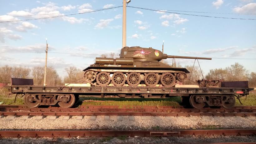 В Энгельсе отреставрировали раритетный танк Т-34 для Архангельской области