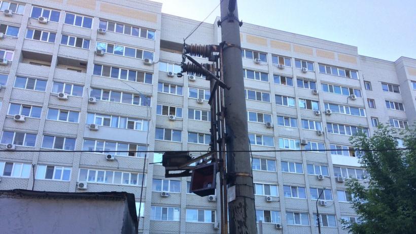 Взорвавшийся трансформатор повредил три автомобиля в Саратове