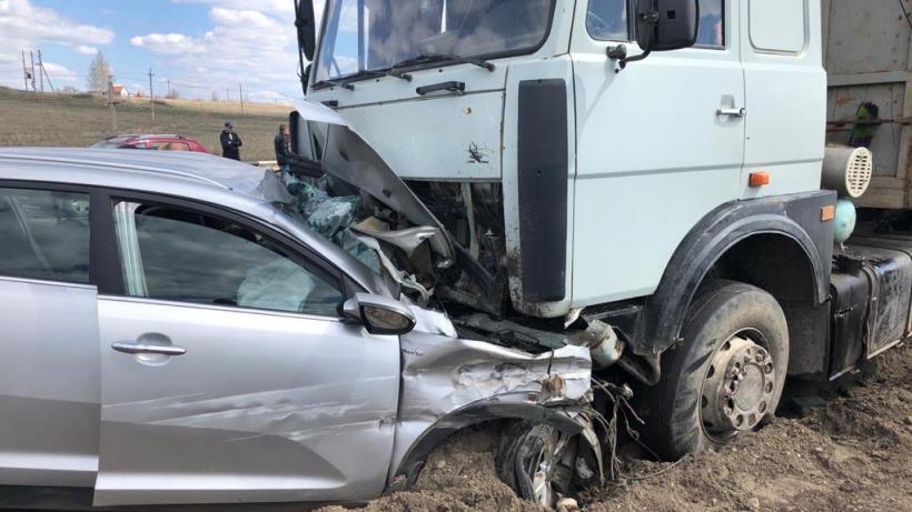 В ДТП с большегрузом под Саратовом погибла водитель иномарки