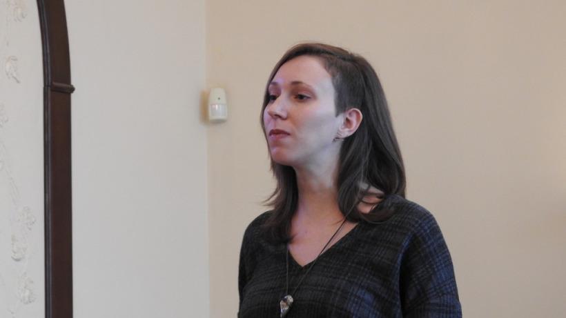 Оппозиционная кандидатка в депутаты саратовской облдумы провела эфир с ребенком на коленях. Ее обвинили в незаконной агитации
