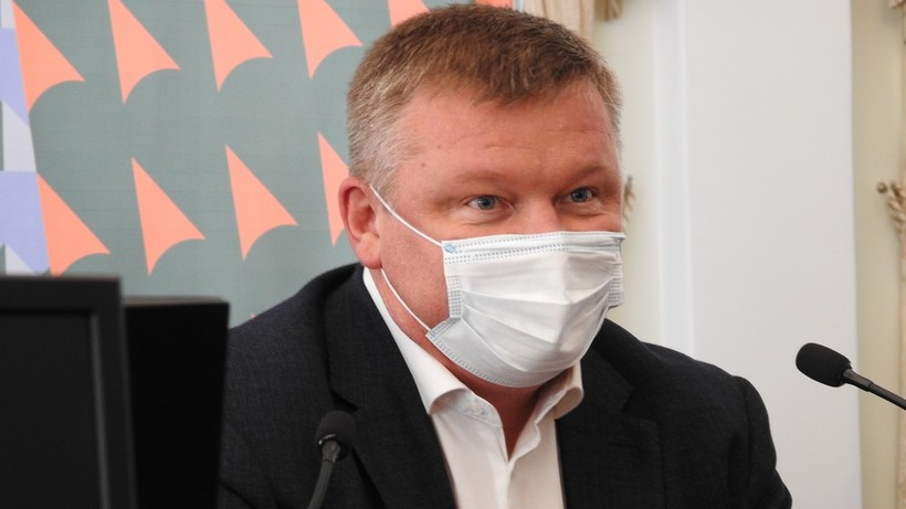 Саратовский активист потребовал наказать Исаева и депутатов за отсутствие социальной дистанции