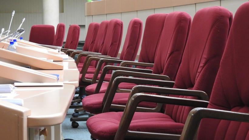 Работа над законопроектами. Что делают саратовские депутаты, когда в думе ничего не происходит?