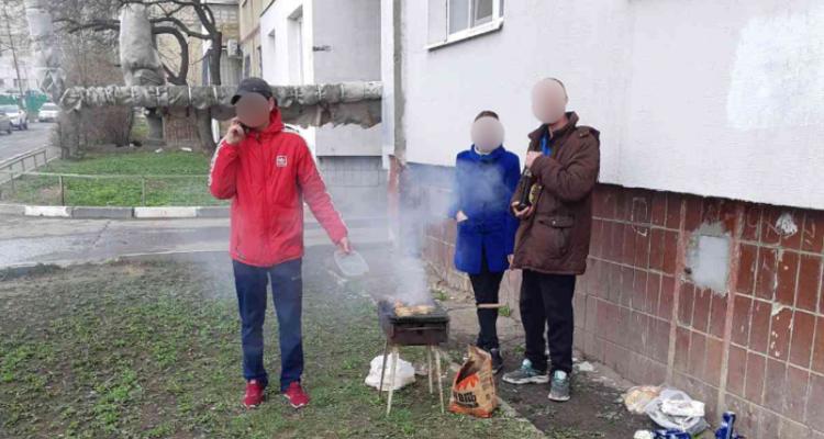 Саратовцы жарят шашлыки во дворах, их штрафуют за нарушение самоизоляции