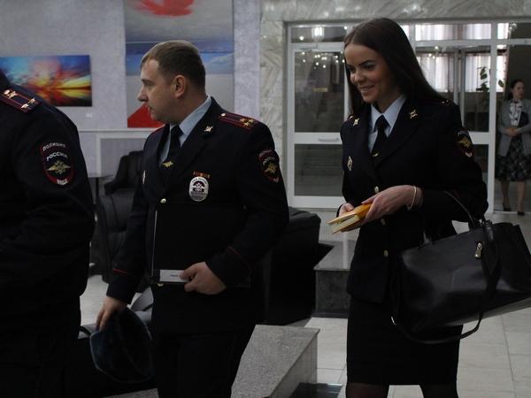 Полковник Молчанов покидает заседание думы