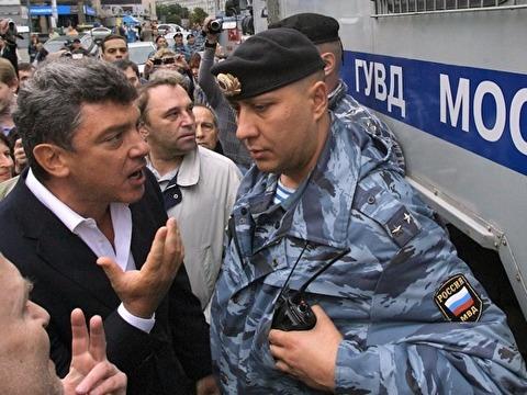 Мемориал памяти Немцова в столице России разобран вкоторый раз