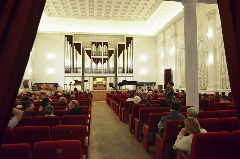 Театральный зал саратовской консерватории фото